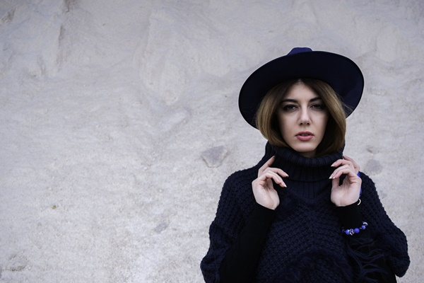 photography-blue-hat-poncho