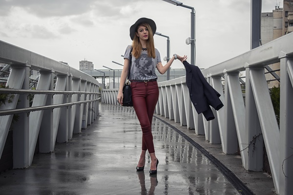 street-style-hat-red-pants-fashion